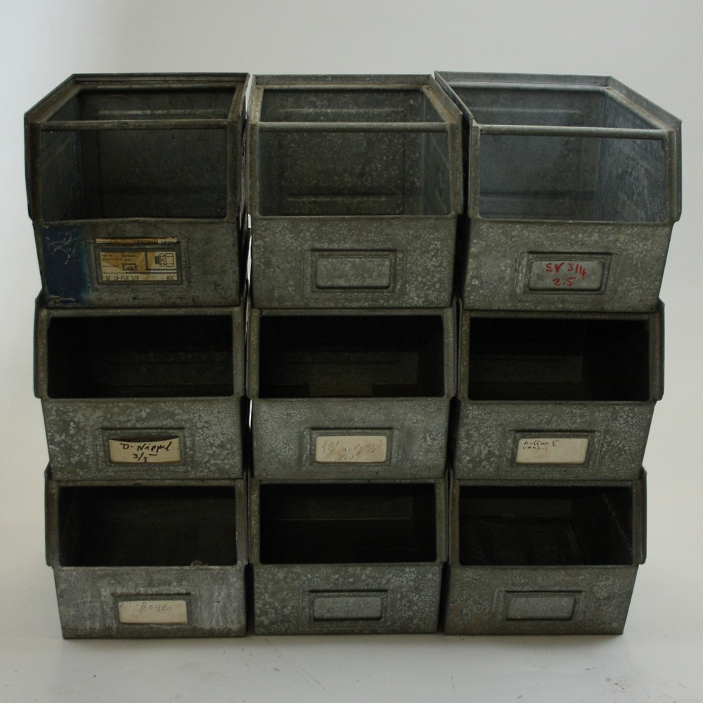 Oude metalen kisten