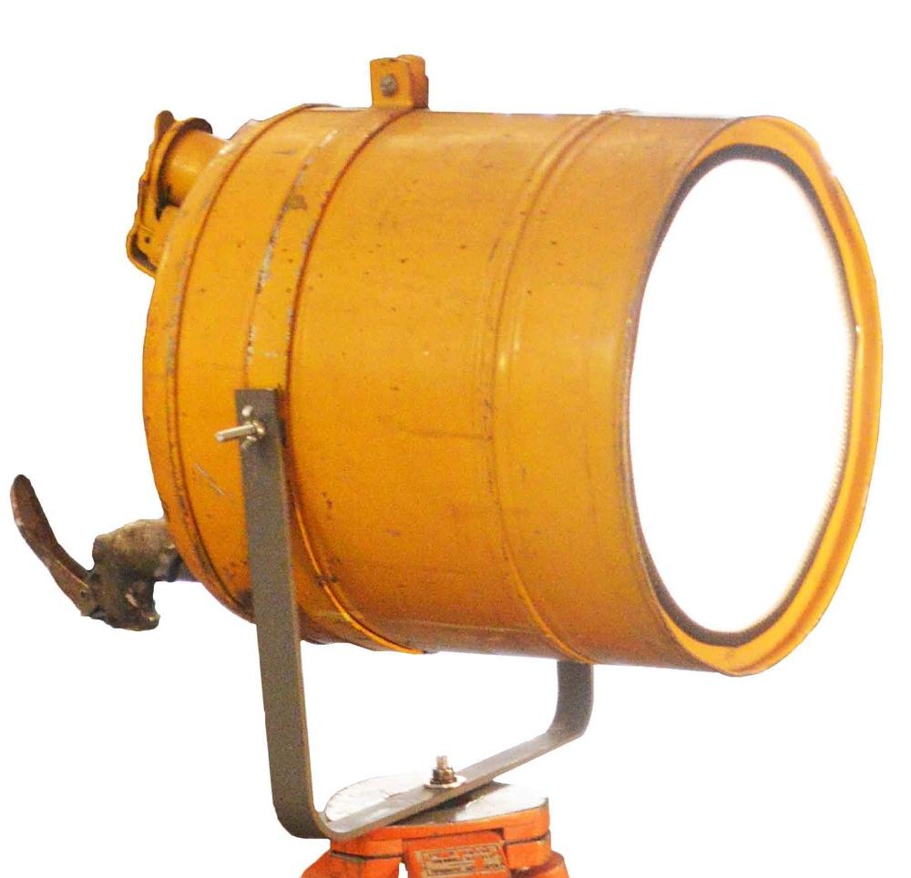 Industri le vloerlamp yellow roest wonen for Industriele vloerlamp